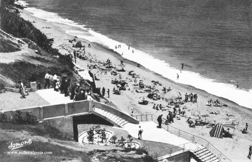 Ain taya escaliers de la plage