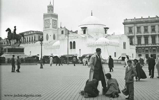 Alger place du gouvernement cireurs de chaussures