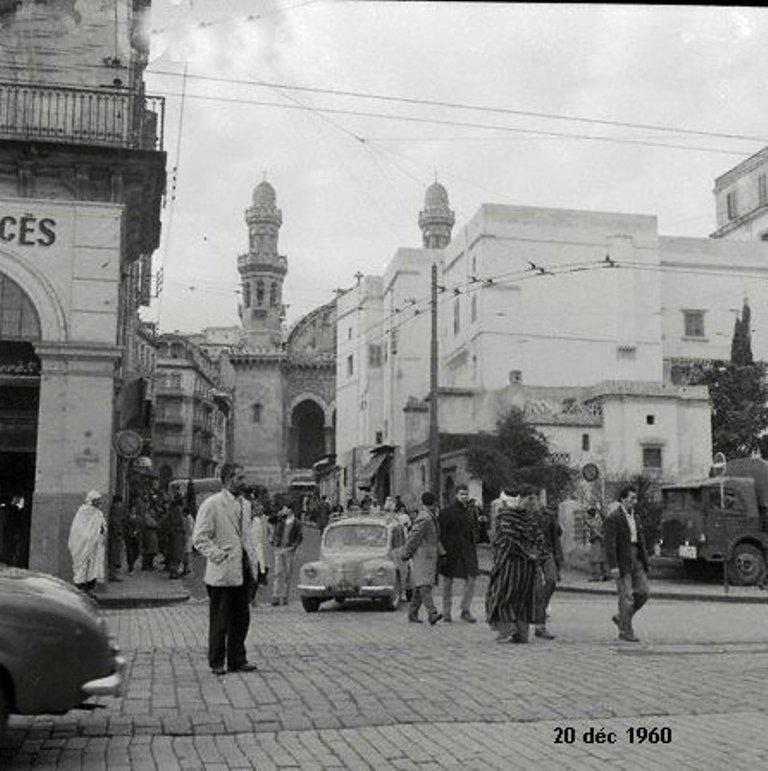 Alger rue divan depuis la place du gouvernement