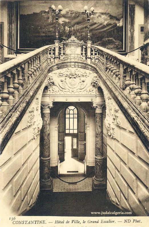 Constantine grand escalier de la mairie 1