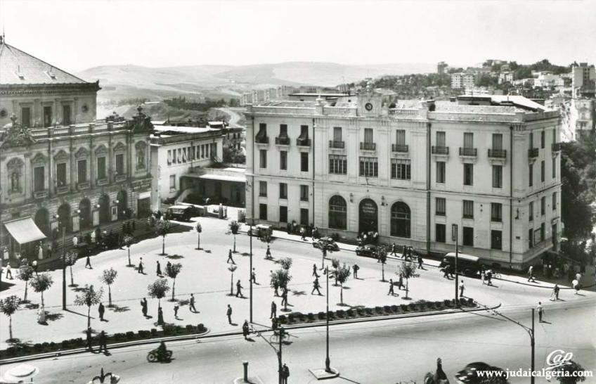 Constantine le theatre et la poste 1