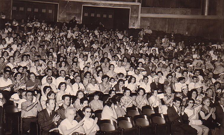 Le public lors d un spectacle a la salle pierre bordes