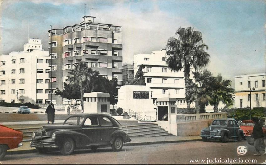 Mostaganem place de l hotel de ville et monument aux morts