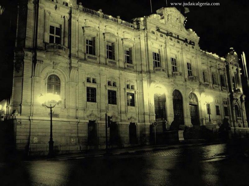 Oran la mairie vue nocturne 1