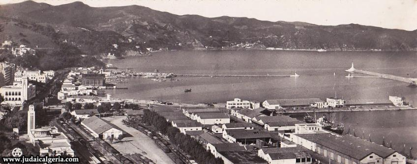Philippeville vue sur le port et la baie de stora