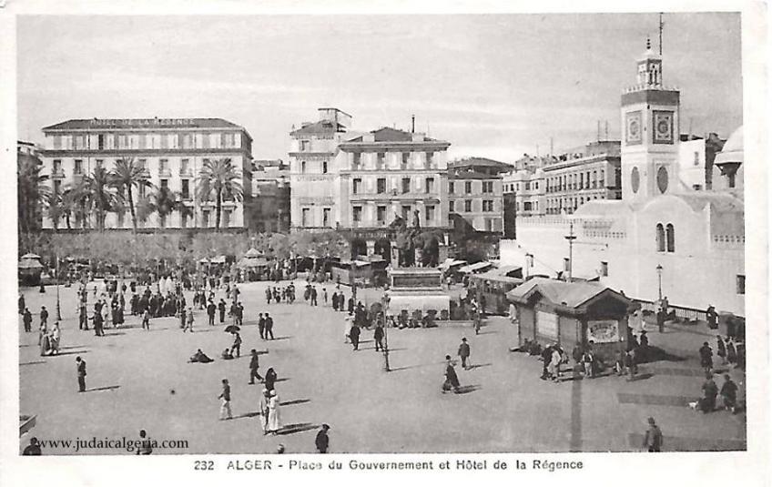 Place du gouvernement et hotel la regence