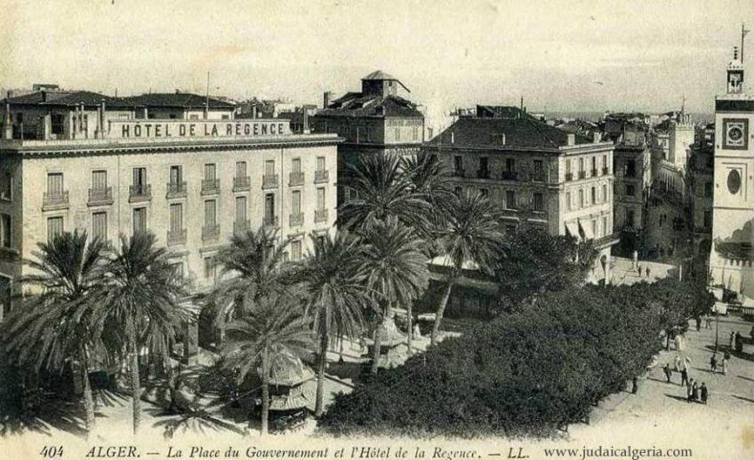 Place du gouvernement et hotel la regence2