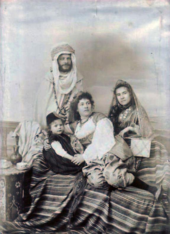 souk-ahras-famille-juive-1880.jpg