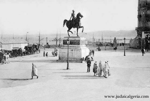 Statue du duc d orleans place du gouvernement