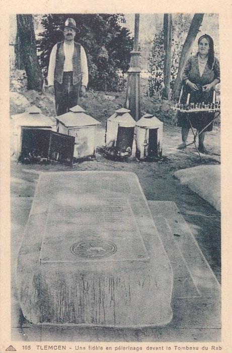 Tlemcen une fidele en pelerinage au tombeau du rav
