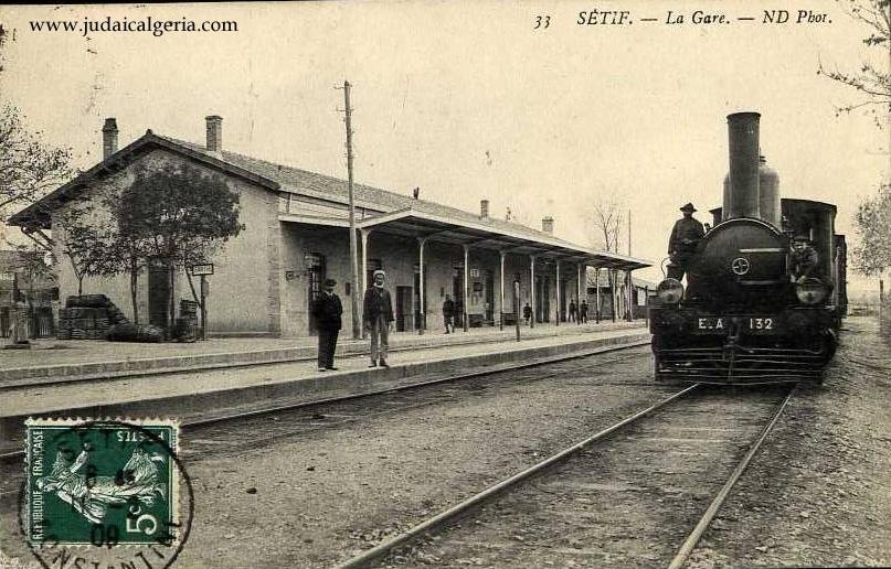 Train a vapeur en gare de setif