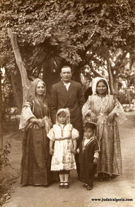 Alger famille juive en costume 1