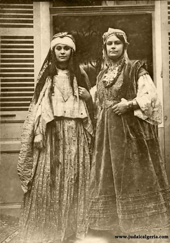 Alger jeunes femmes juives en costume