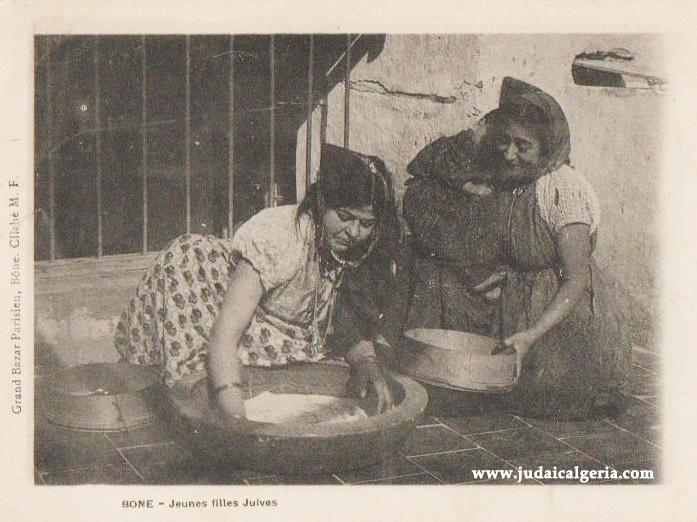 Bone jeunes filles juives preparant la graine de couscous