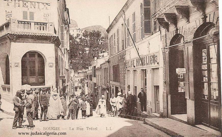 Bougie rue trezel et cafe le richelieu