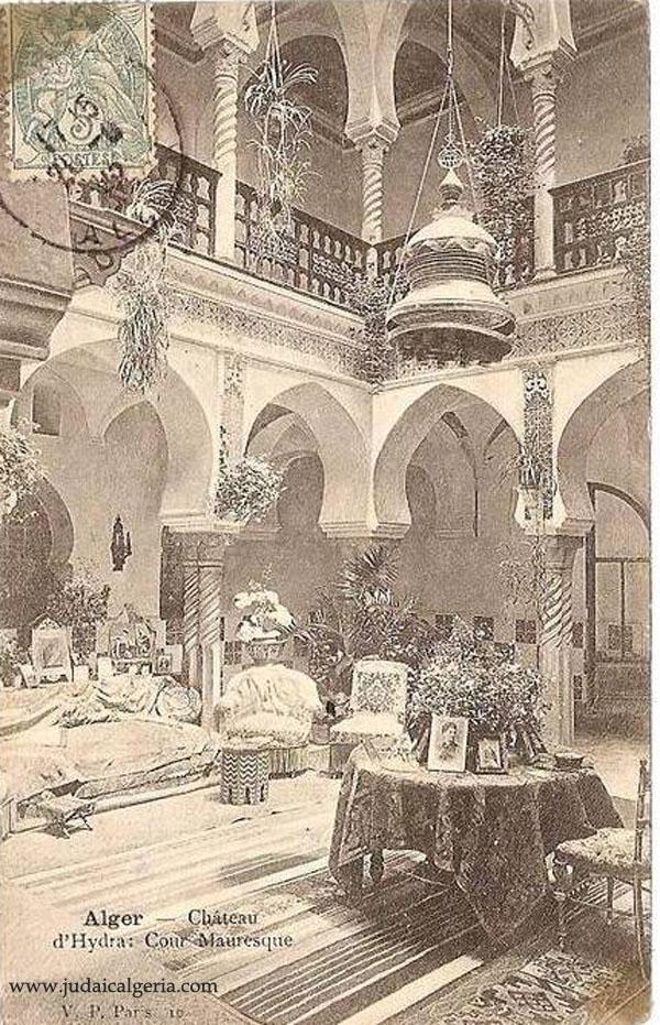 Chateau d hydra cour mauresque