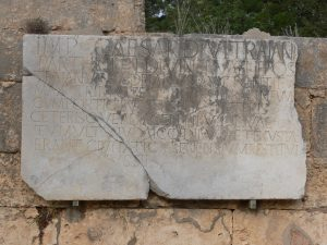 Inscription de hadrien aux thermes de cyrene
