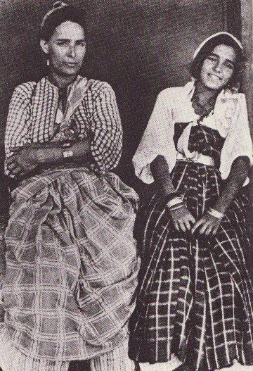 Juives mere et fille en habit traditionnel de tripoli