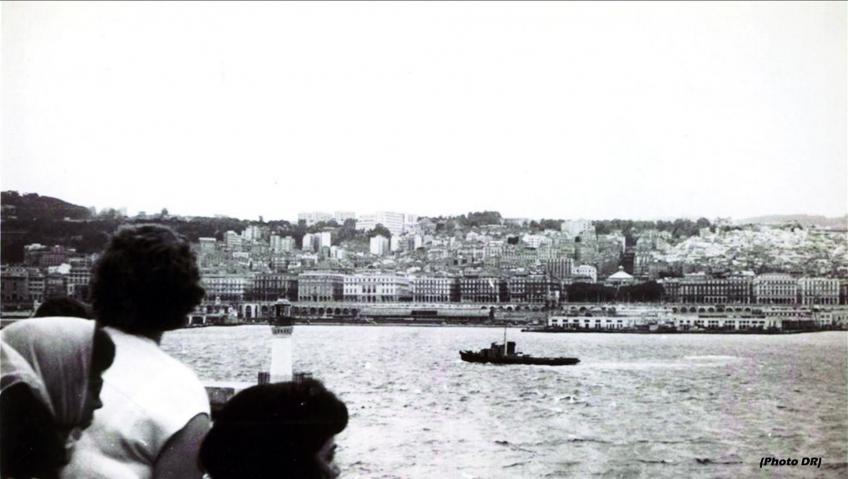 Le port d alger vu depuis le bateau de l exode