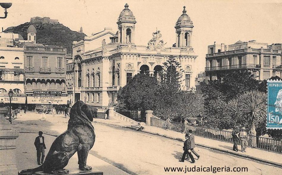 Oran le theatre et le lion de la mairie