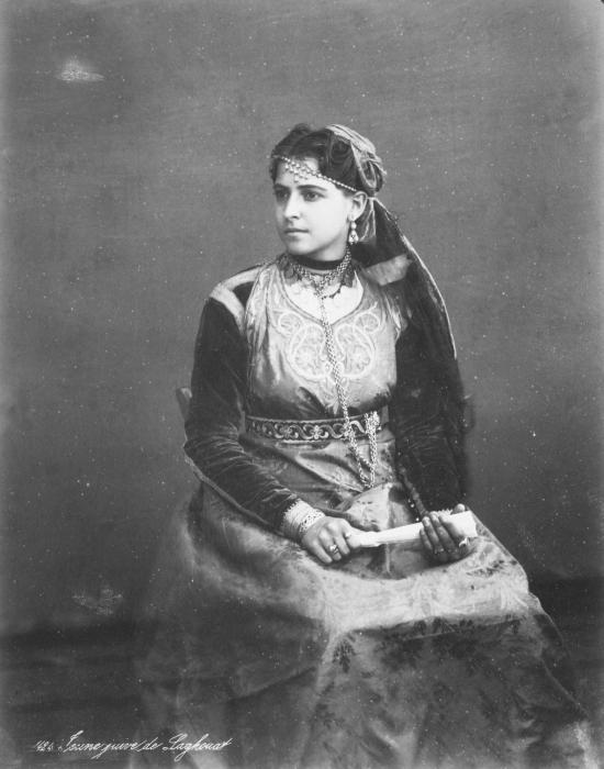 Studio portrait d une jeune fille juive de laghouat algerie