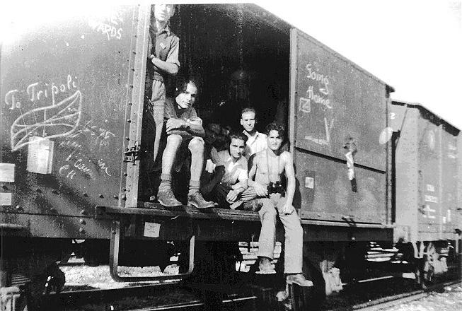 Survivants juifs du camps de bergen belsen retournant en libye 1945